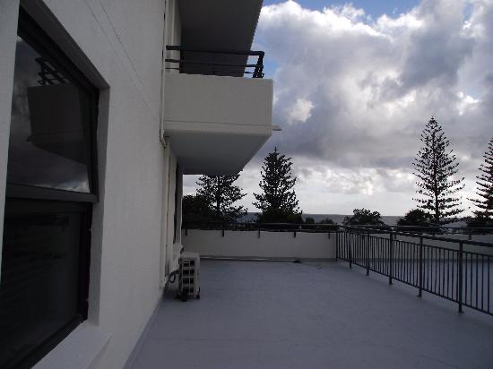 Windward Apartments : The large side balcony of unit 11