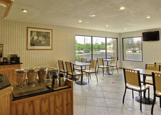 Quality Inn & Suites: INBreakfast Area Edit