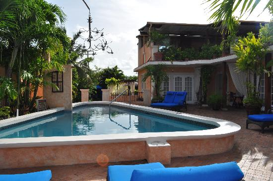 Little Arches Boutique Hotel: Pool that we never acually swam in b/c the beach is so close.