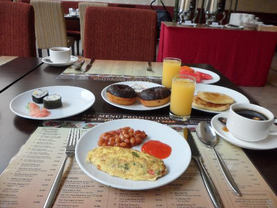 Harmoni One Convention Hotel and Service Apartments: breakfast buffet
