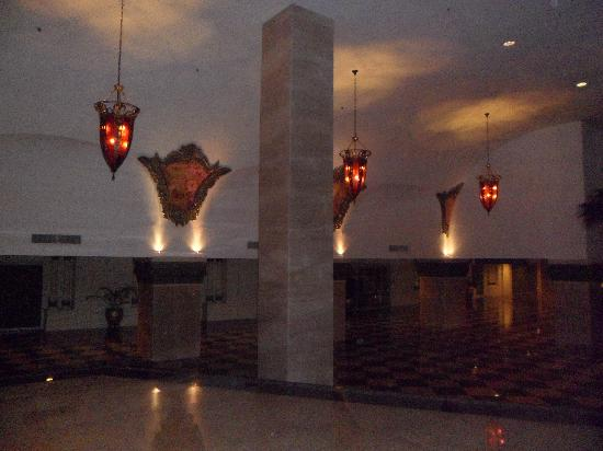 Harmoni One Convention Hotel and Service Apartments: lobby