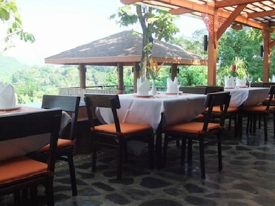 The Chalet Phuket Resort : Dining Corner