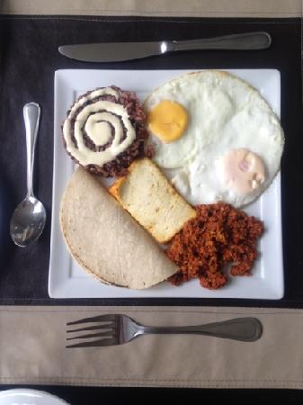 Hotel Contempo: typical Nica breakfast at Contempo
