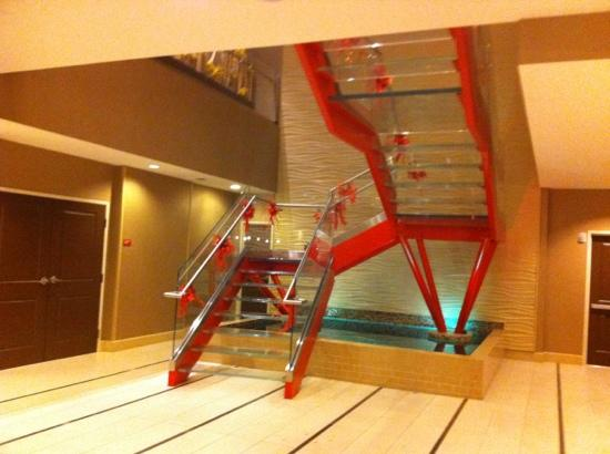 TownePlace Suites San Antonio Downtown: glass staircase to breakfast area