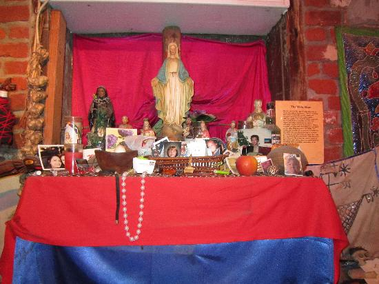 New Orleans Historic Voodoo Museum: main altar