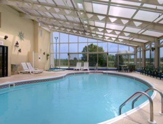 Baymont Inn & Suites Springfield: Pool