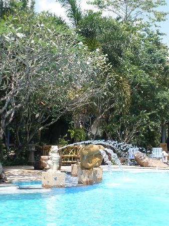 Ao Chalong Villa & Spa: очень понравилась территория отеля, все в цвету