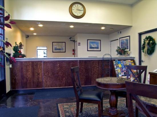 Rodeway Inn Riverside: Front  Desk