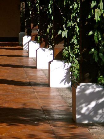 Porta Hotel Antigua: Detail of hotel courtyard.