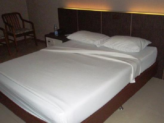 Bangkok City Suite: Huge comfortable bed
