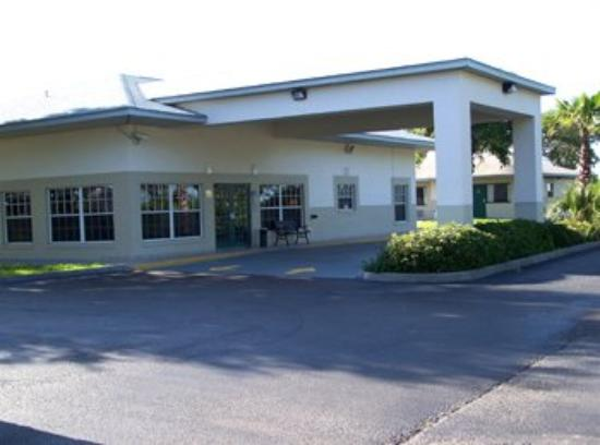 Photo of Rodeway Inn & Suites Haines City