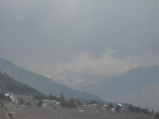 Apple Bud Cottages: clouds b4 snowfall