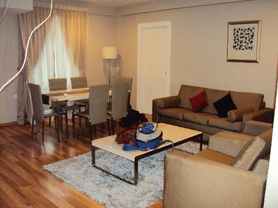 The Palace Hotel Kota Kinabalu: living area