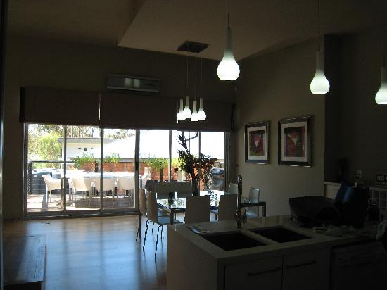 Spa Suites at RAVEN: Kitchen