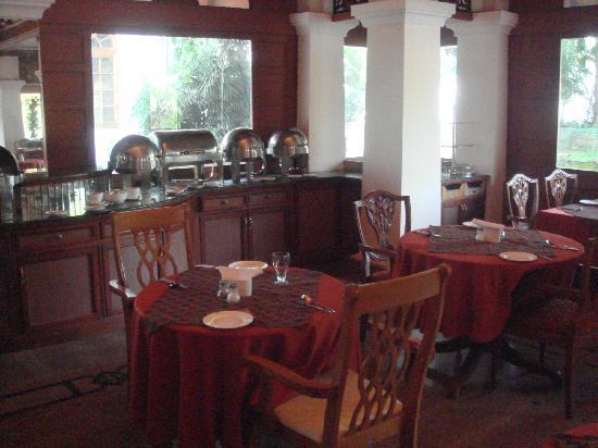 Bolgatty Palace & Island Resort: At the Breakfast table