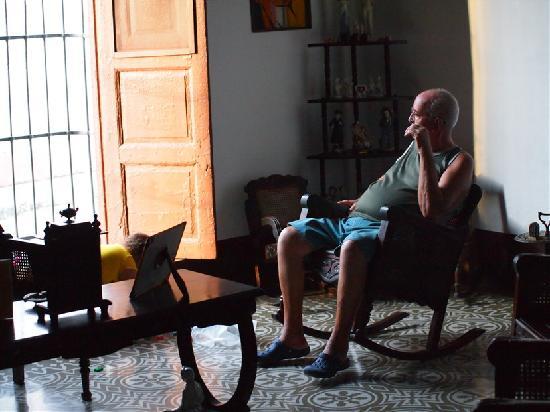 Nilda y Luis: Louis ser ud på gadelivet