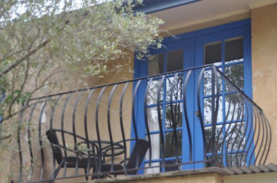 Chez Vous Villas: cute balcony