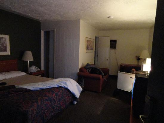 Oregon Motor Motel: Room 117 interior