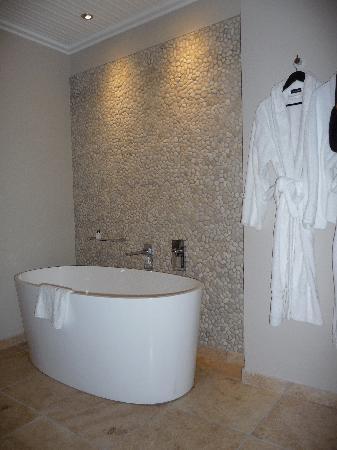 Periwinkle Guest Lodge: Bath