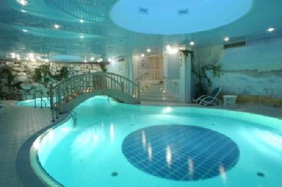 Hotel Kreuzbergpass: Felsenschwimmbad Spa