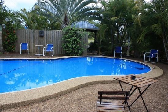 Pialba Motor Inn: Vue 2 piscine