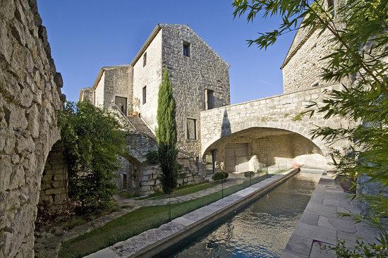 Balazuc, Francia: Le château et sa piscine