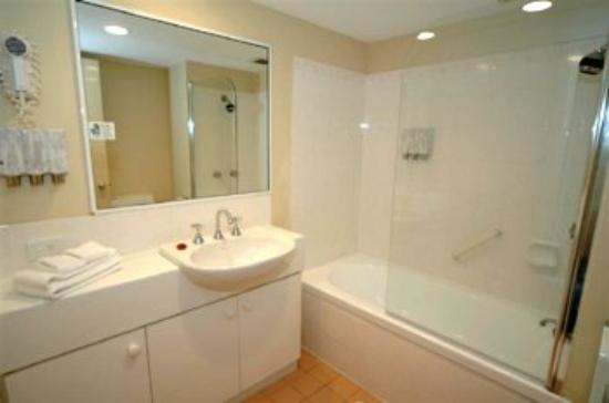Burleigh Heads, Australia: Guest Room Bathroom