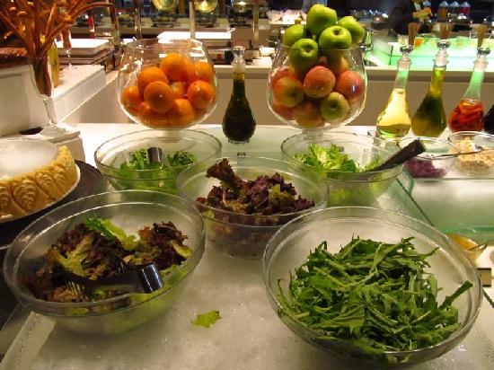 Cafe Marco Davao : Salad Station