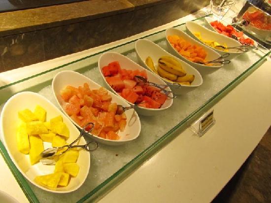 Cafe Marco Davao : Sweet fresh fruits