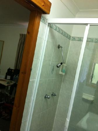 Karuah Motor Inn: the shower