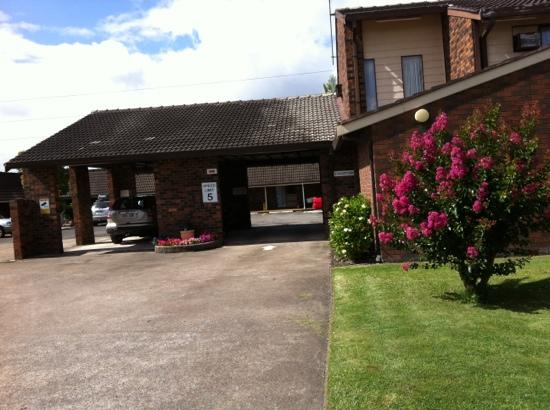 Karuah Motor Inn: front entry with reception on the right