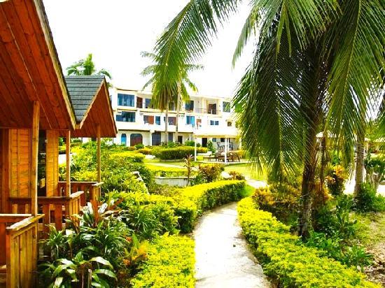 Casa Del Mar Beach Hotel: hotel facade & Saunas