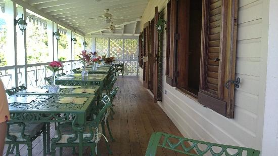 Oasis in the Gardens Restaurant: Outdoor Seating on the Balcony
