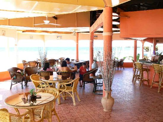 Casa Del Mar Beach Hotel: Bistro on the beach