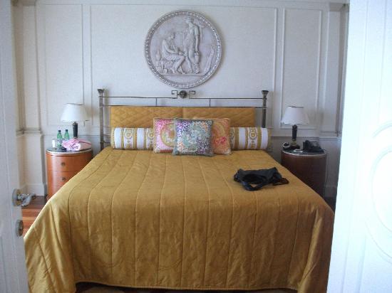 Palazzo Versace: View into bedroom