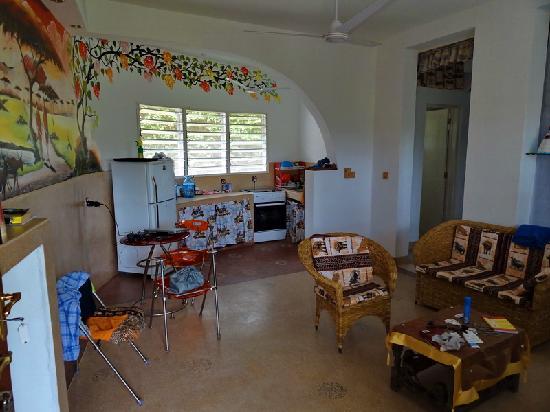 Jambo House Resort: sala e cucina