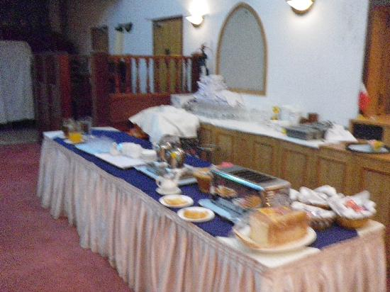 Gulf Gate Hotel: Breakfast buffet