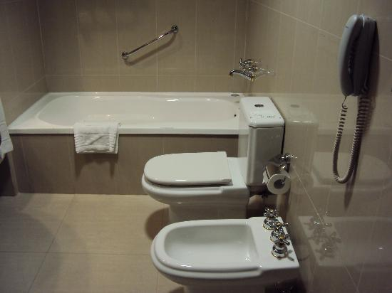 Alejandro I Hotel International Salta: 14-Salta-Hotel Alejandro I Internacional: Baño en habitación Superior
