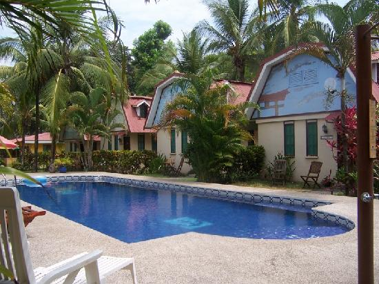 Encantada Ocean Cottages: The Pool