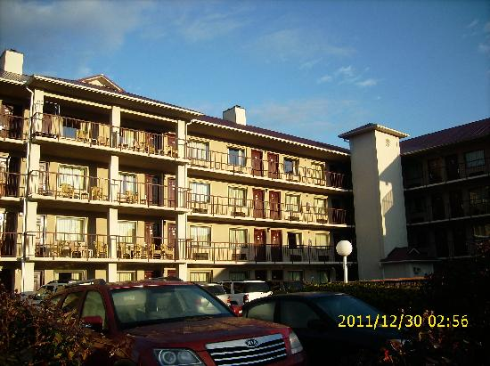 Baymont Inn & Suites Pigeon Forge: another view of hotel