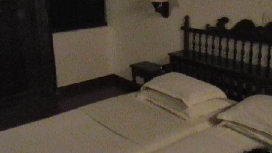 Hotel Ambadi: Bedroom in the cottage