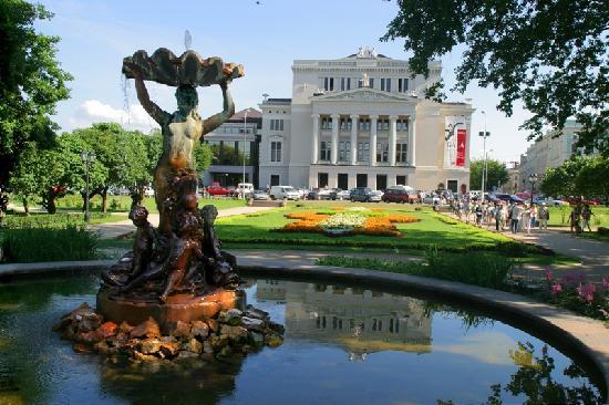 Latvian Tour Guides Tours: Latvian National Opera