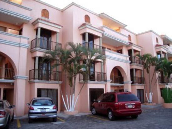 Hotel Paraiso Suites: Exterior