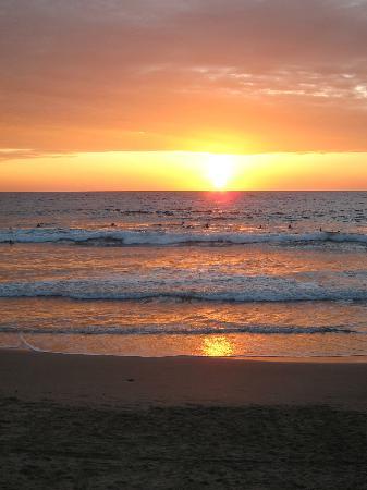 Manglaralto Sunset Hostel: Sunset on Manglaralto Beach