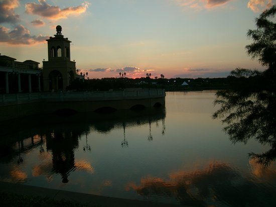 Altamonte Springs, FL: Sunset at the clock tower...