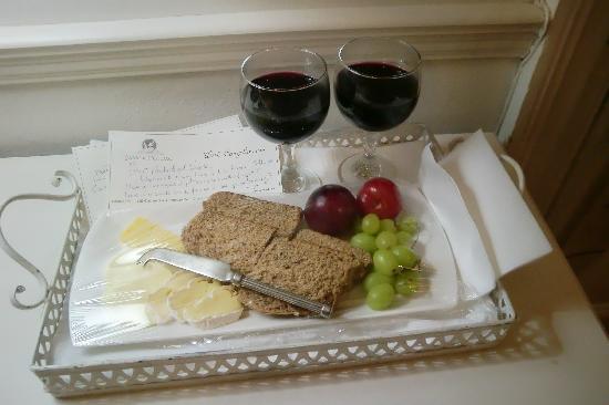Parker Cottage: Käse- und Weinplatte zum Empfang