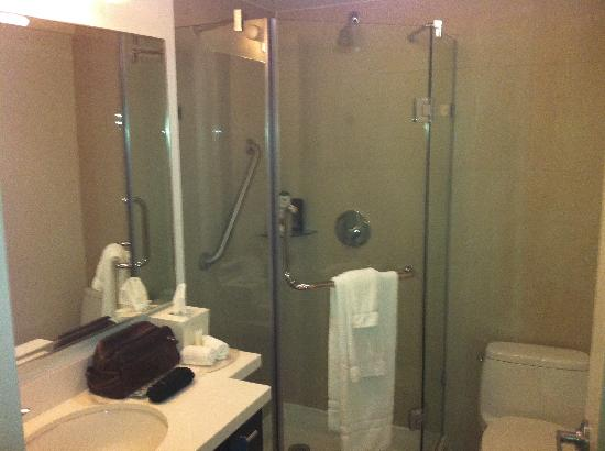 Great showers with lots of space - Picture of Staybridge Suites ...