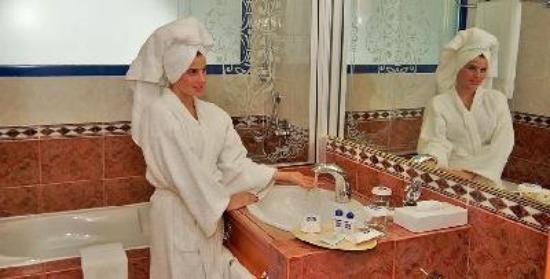 Beach Bay Hotel Muscat: Bathroom