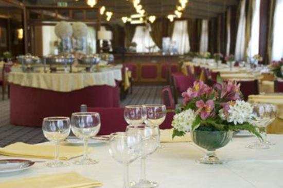 Hotel Imperial: Dining