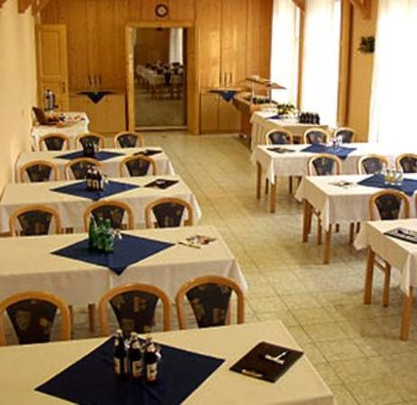 Hotel Koruna: Dining